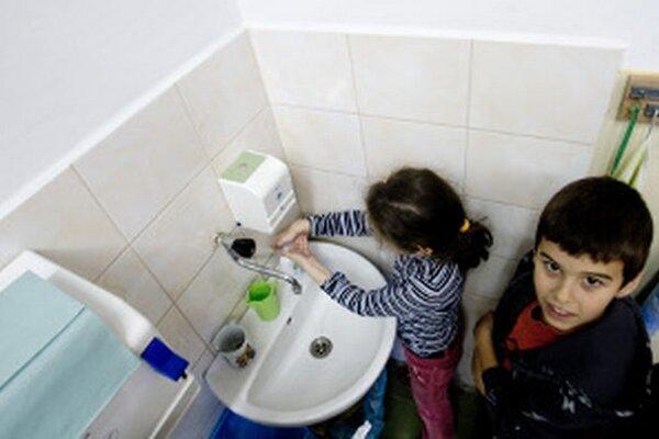 Umývanie rúk je dôležitou prevenciou proti šíreniu žltačky.