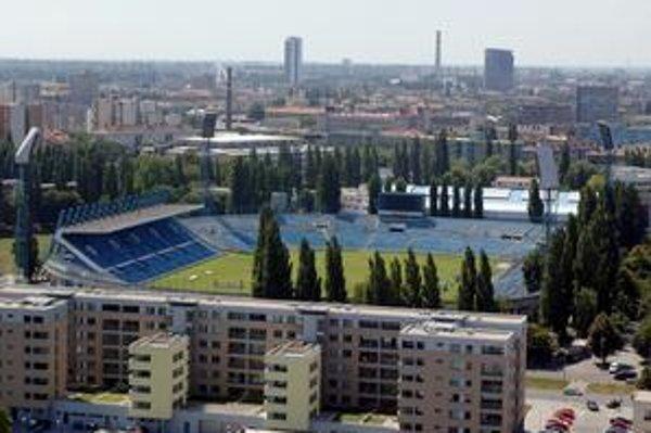 Starý štadión Slovana sa mal búrať už v apríli. Nahradiť ho má nový Národný futbalový štadión.