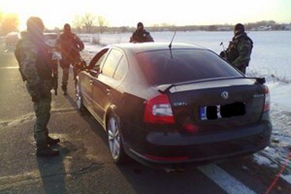 Jazda spred roka. V Nižnej Rybnici vodiča namerali v 149–kilometrovej rýchlosti, pred Michalovcami ho zastavili policajné autá.