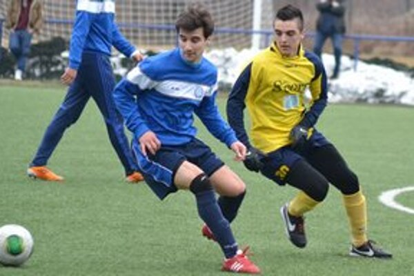K výhre pomohli aj hráči A–mužstva. Za rezervu nastúpil i Stanislav Danko (vpravo).