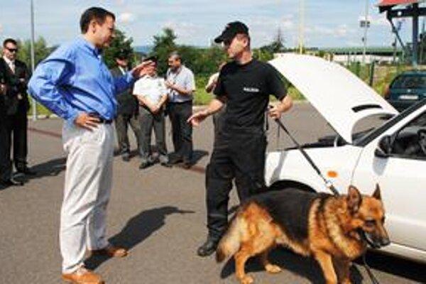 Minister. Daniel Lipšic na hraničnom priechode vo Vyšnom Nemeckom.