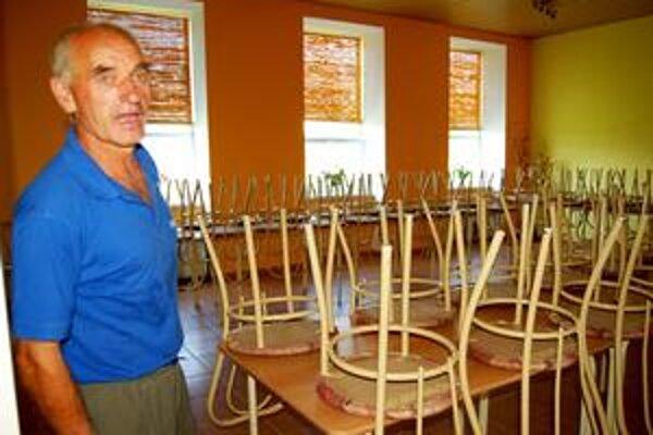 Jeden kar za druhým. Starosta V. Decha hovorí, že sálu s kapacitou 50 ľudí využívajú dedinčania často - predovšetkým na kary.