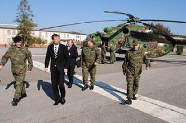 Minister v Michalovciach: Galko tvrdí, že šetrenie v rezorte obrany sa výcvikov nedotkne.