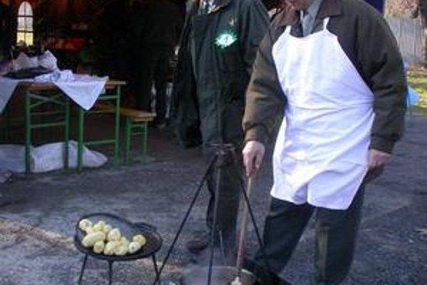 Deň sv. Huberta. Poľovníci budú súťažiť vo varení špeciality jagerek.