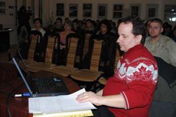 Historik M. Molnár priblížil študentom udalosti súvisiace s deportáciami michalovských Židov.