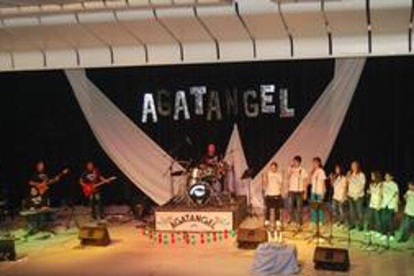 Skupina Agatangel. Roztancovala sálu.