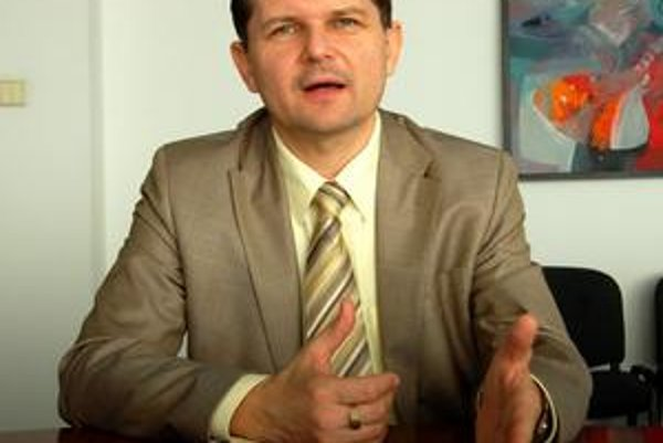 Zodpovednosť berie na seba. Niektoré vedúce posty primátor Marián Kolesár obsadil bez výberového konania. Priznáva, že je to nezákonné a preberá za to zodpovednosť.