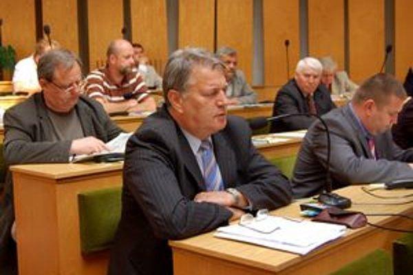 Musia voliť nanovo. Najvyšší súd rozhodol, že pred zvolením Jozefa Dragulu za kontrolóra poslanci pochybili. Voľbu musia urobiť nanovo.