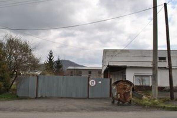 Areál na Perečínskej. Ľudia ho volajú Palenčáreň.