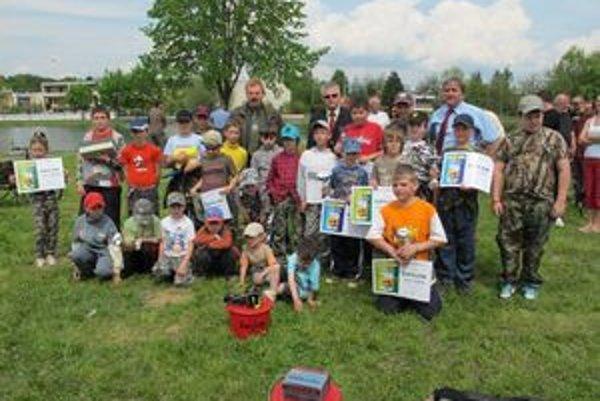 Malí rybári. Do súťaže sa zapojilo až sto detí. Najlepší získali poháre a ceny.