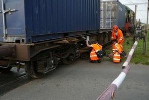 Tri vagóny zišli z koľajníc.