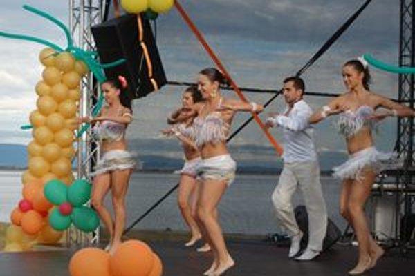 Tanečná skupina Sabrosura predviedla svoje umenie a rozpálila divákov.