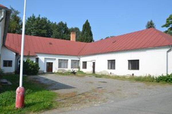 Škola v CVČ? Žiaci z osady sa budú dva týždne učiť v budove CVČ v parku.