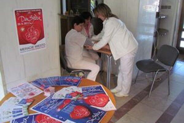 Svetový deň srdca. Ľuďom zadarmo odmerali tlak krvi a cholesterol.
