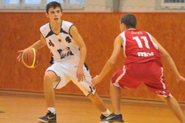 Rozohrávač 1. BK Michalovce Vladislav Mitterpák. K vysokej výhre svojho celku nad zemplínskym rivalom prispel 21 bodmi.