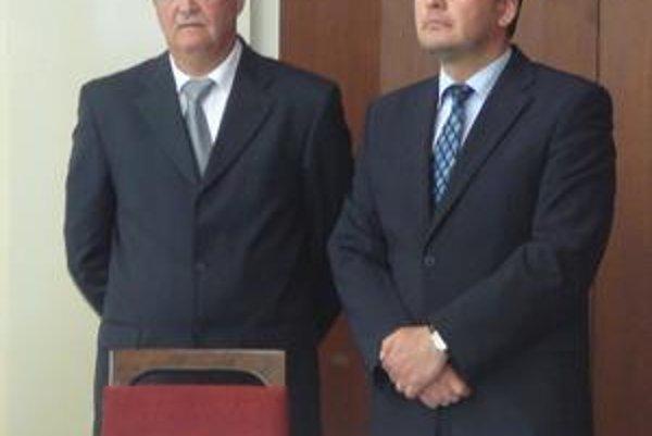 Jozef Ružanský z Drevony (vľavo) a Roman Doupovec z Tatra Real, a. s., tvrdia, že tržnicu chcú zrekonštruovať.