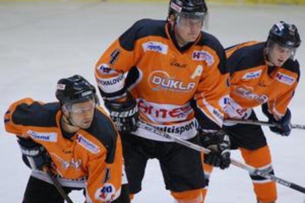 Črtá sa zlepšenie. Michalovskí hokejisti by mali v nasledujúcej sezóne bojovať o vyššie priečky.