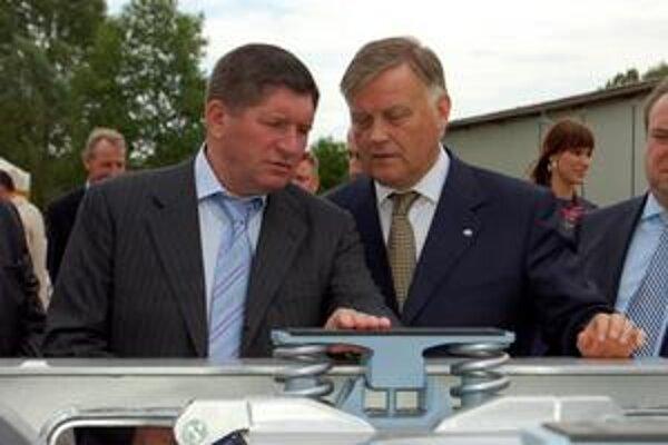 Prezidenti železníc Ukrajiny a Ruska V. Jakunin a M. Kosťuk projekt predĺženia širokorozchodnej trate podporujú.