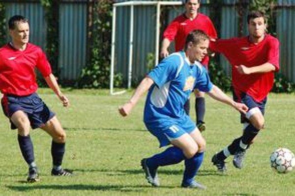 Všetko ostáva po starom. Futbalisti Topolian sa aj v budúcej sezóne objavia pod vlastnou hlavičkou.