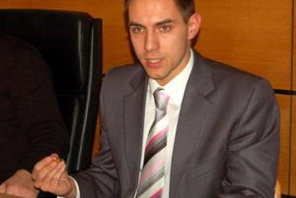 Prednosta je spokojný. Juraj Gyimesi rezervu považuje za dostatočnú.