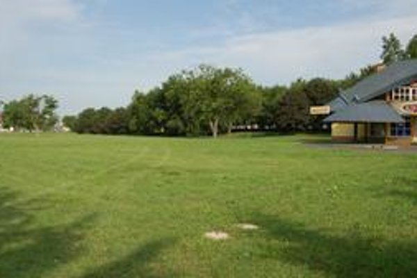 Park študentov. Časť plochy pred reštauráciou Lagúna zaplaví jazierko. V parku budú aj detské ihriská.