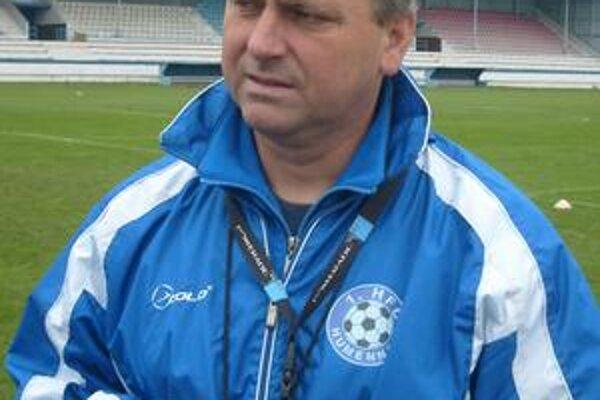 Andrej Čirák. Asistent áčka a tréner staršieho dorastu viedol prvý tréning.