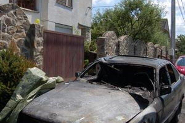 Zhorené BMW. Majiteľ odletel do Veľkej Británie.