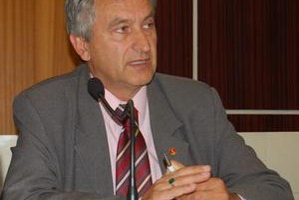 Primátor Ladislav Demko tvrdí, že tender museli zrušiť kvôli nepresnostiam vsúťažnom zadaní, na ktoré sa prišlo vdeň otvárania obálok.