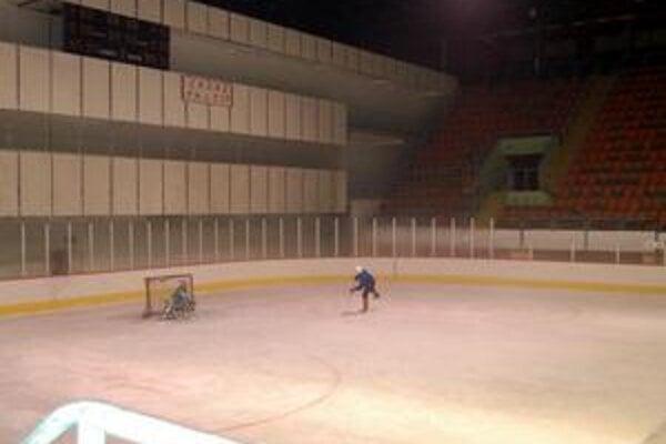 Hokejisti bez ľadu. Rekonštrukciu zimného štadióna dodávateľ nestihol včas. Hokejisti zostali bez ľadu.