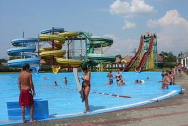 V Zemplíne chýbajú termálne bazény, tobogany, šmýkačky a atrakcie. Domáci za nimi cestujú do Maďarska.