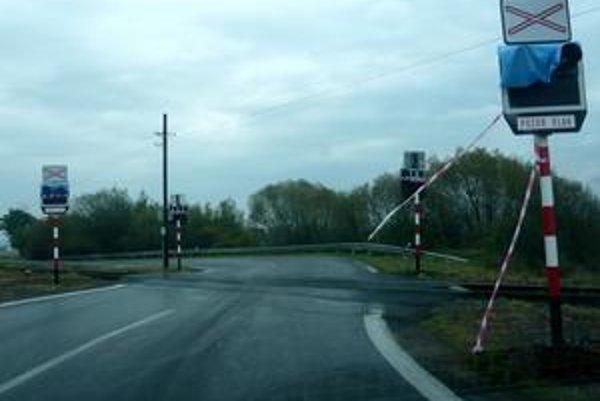 Konečne!. Takto komentuje namontovanú signalizáciu na nechránenom priecestí väčšina vodičov z okresov Humenné a Snina. Výstražné svetlá, ktoré po spustení signalizácie do prevádzky uvidia pred sebou vodiči, znížia riziko zrážky.