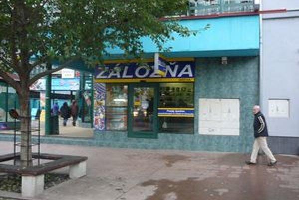 Záložňa sa nachádza v centre Michaloviec.