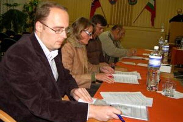 Noví poslanci ihneď začali rokovať. S ich pomocou sa podarilo schváliť rozvojové projekty, ktoré prinesú do mesta peniaze z EÚ.