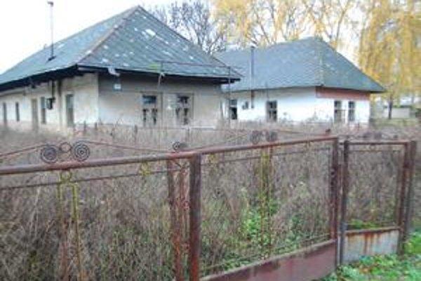 Opustené domy. V Nižnom Nemeckom je vyše desať prázdnych domov. Mnohé sú vhodné už len na zbúranie.
