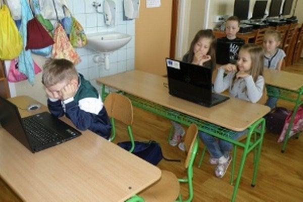 Počítačmi je dobre vybavená aj malotriedna škola v Cigli.