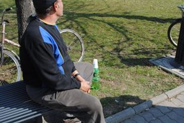 Alkohol na verejnosti. Podľa sobranských poslancov je situácia vážna.