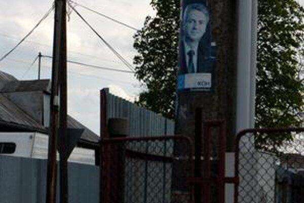 Bezzubé mestské normy. Politici a strany mestské normy zatiaľ ignorujú. Plagáty majú kade-tade. Aj pol roka po voľbách.