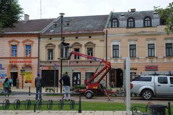 Montáž kamerového systému. V centre mesta pribudli nové kamery.
