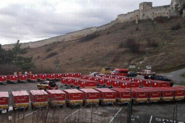 Na snímke protipovodňové vozíky, ktoré budú pomáhať 70 obciam a mestám na východnom Slovensku.