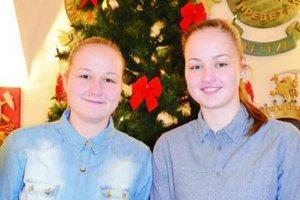 Dvojičky florbalistky. Po náročnom a úspešnom roku 2015 Kristína a Paulína (vpravo) budú na vianočné sviatky doma s rodinou.