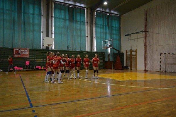 Tri zápasy, tri víťazstvá. Mladšie žiačky Sp. Novej Vsi (na snímke) na turnaji vBardejove postupne zdolali domáci tím, Sninu aPoprad.