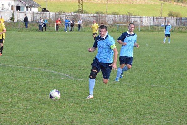 Kapitán apredseda klubu. Ján Rychnavský má za sebou úspešnú prvú časť 6. ligy SOFZ. Jeho výborná futbalová partia je na prvom mieste.