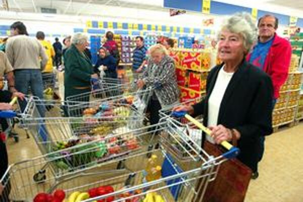 Znížiť ceny potravín chce koalícia reguláciou zisku pre obchodníkov. Tí si tak budú môcť prihodiť k cene po odpočítaní nákladov na reklamu maximálne 20 percent.