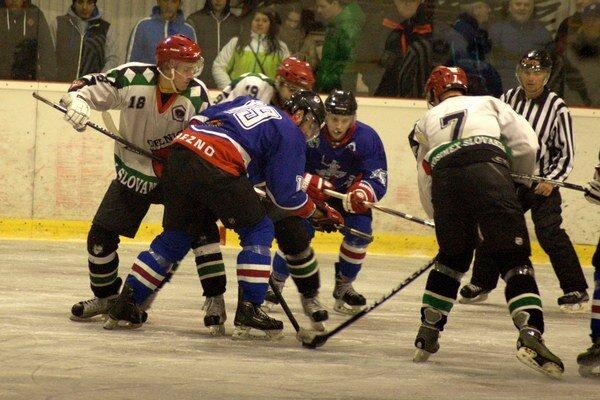 Na domácom ľade a víťazne. Po štyroch zápasoch vonku sa už Gelničania predstavili vo svojom hokejovom stánku.