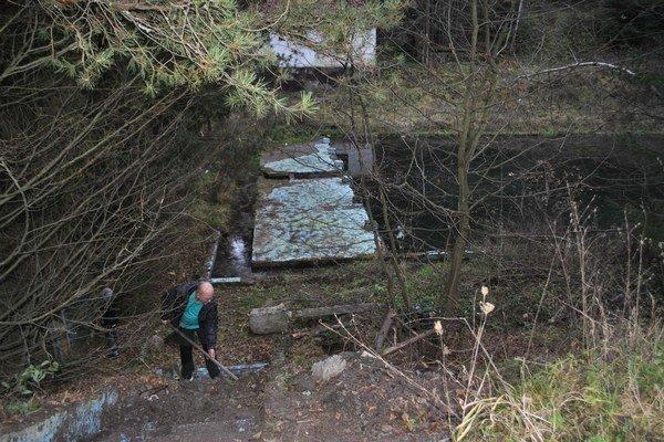 Areál kúpaliska. Takto vyzerá areál dnes. Nadšenci z mesta sa pustili do jeho zveľaďovania.