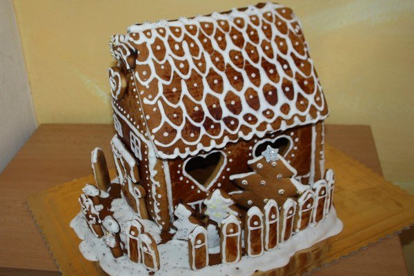 Víťazný medovníčkový domček. Zmajstrovali ho deti z Klčova.