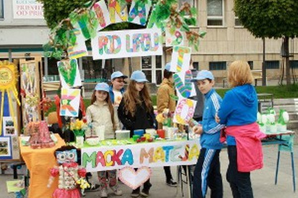 Školáci predstavili na námestí svoje eko projekty.