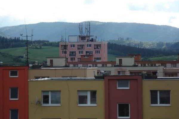 Technologické zariadenia. Sú umiestnené na strechách bytových domov.