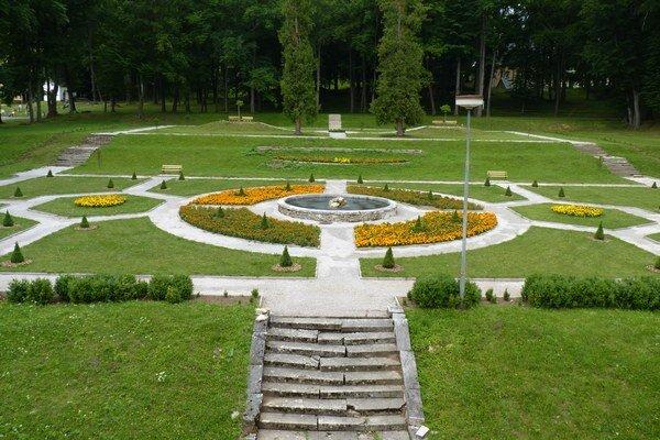 Súčasťou Domova sociálnych služieb v Hodkovciach je aj francúzska záhrada.