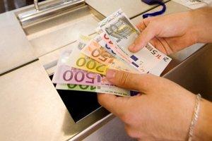 Chudobní príbuzní. Východniari si na rozdiel od Bratislavčanov chodia banky skôr obzerať.